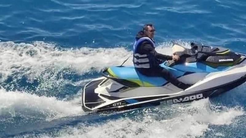 Садыр Жапаров и Камчыбек Ташиев прокатились на скутерах на Иссык-Куле