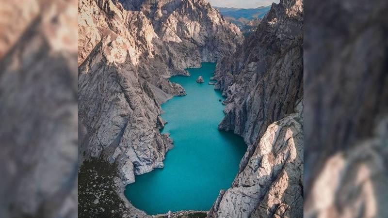 Трэвел-блогер снял озеро Кель-Суу с дрона