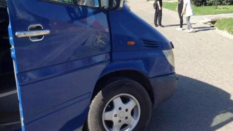 На площади «Победы» машины паркуются на тротуаре, - горожанин (фото)