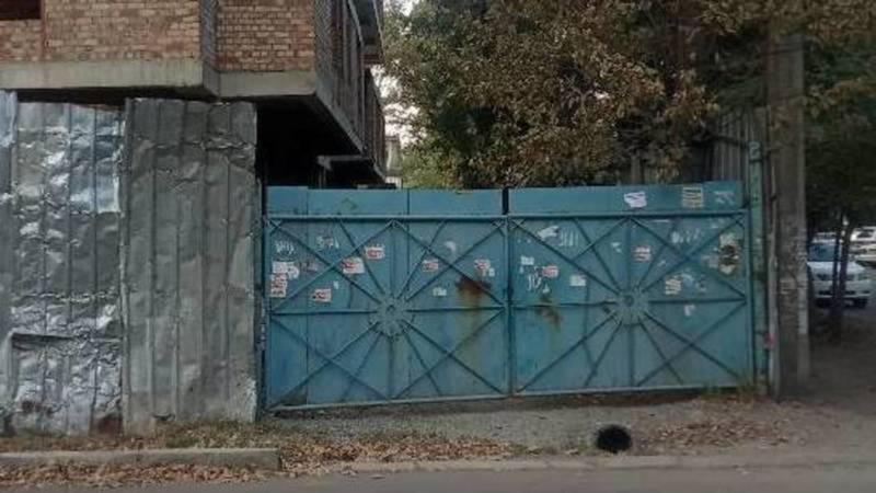 Металлическое ограждение на Кулатова установлено без разрешительных документов, - мэрия