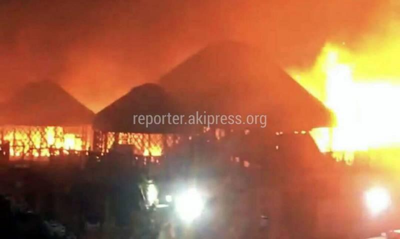 Крупный пожар в этно-комплексе «Супара». Фото, видео