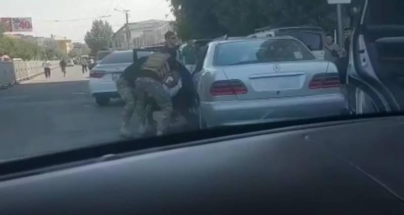 В Оше возле рынка Келечек спецназ задержал преступников