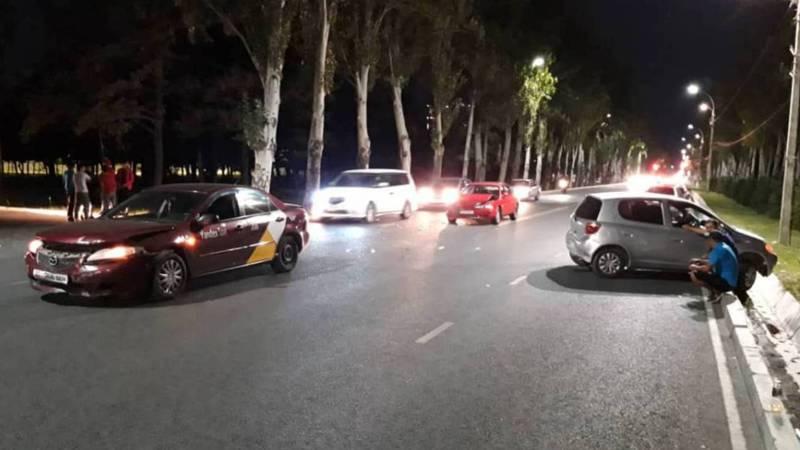 На Ч.Айтматова - Южная магистраль произошло столкновение трех авто (видео)