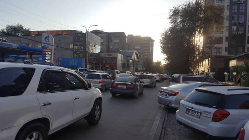Фото — Город стоит. Пробки в Бишкеке