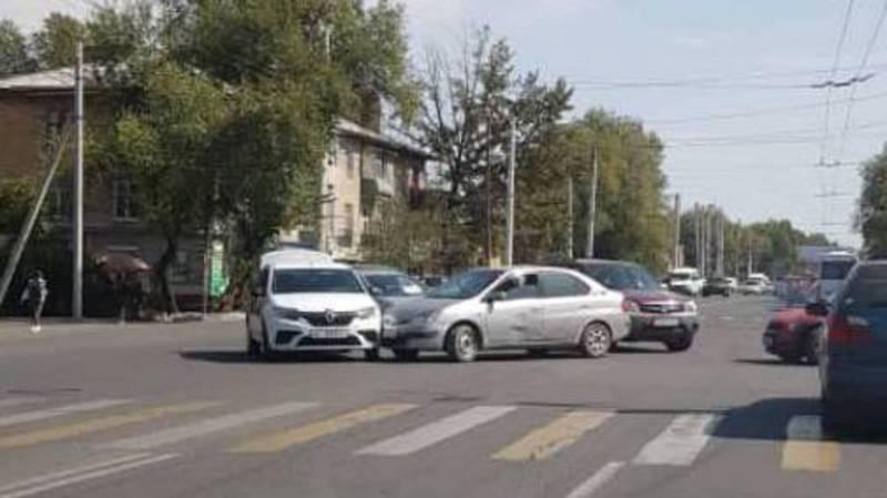 Бишкекчанин просит установить светофор на Ахунбаева - Тыныстанова (фото)