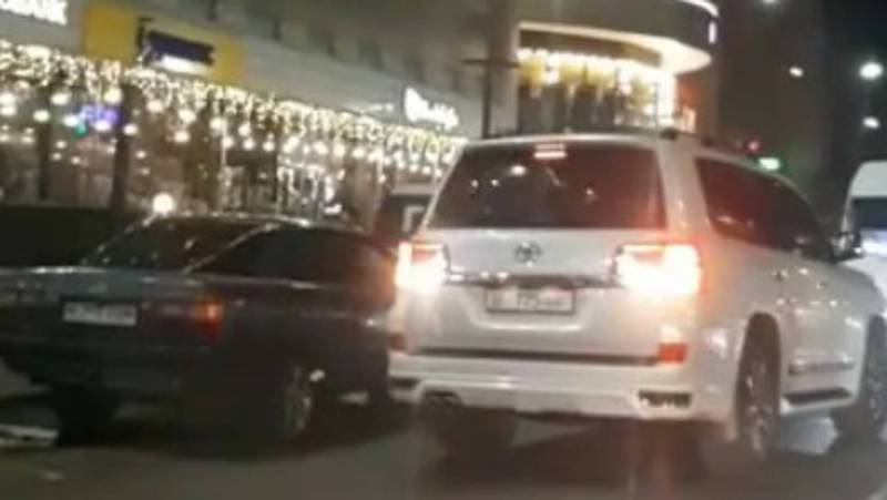На Киевской «Тойота» ехала задом по встречной полосе (видео)