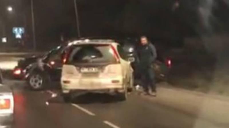 На ул.Ахунбаева столкнулись три машины. Видео