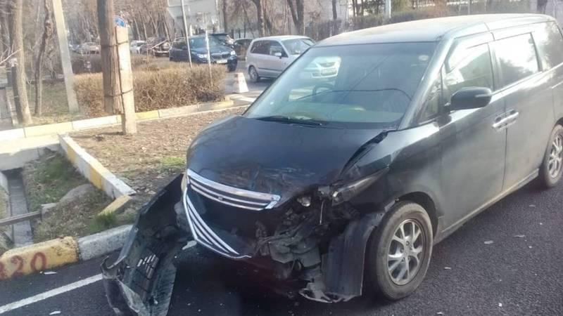 Утром на ул.Московской произошло ДТП с участием двух автомобилей. Есть пострадавшие. Фото