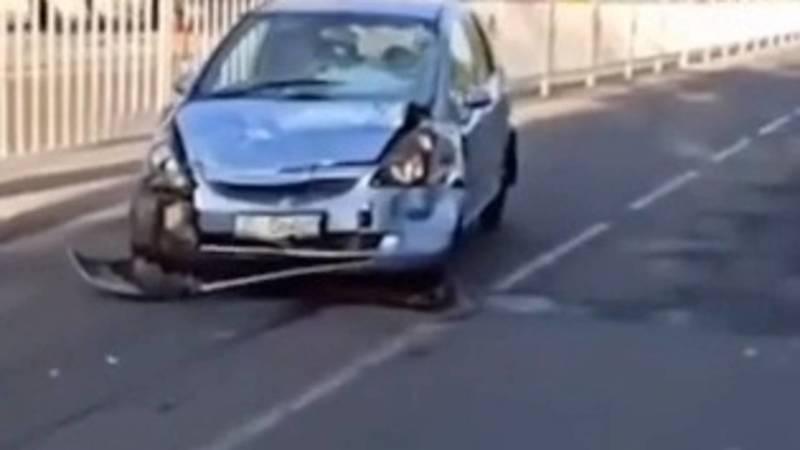 На проспекте Дэн Сяопина столкнулись «Ауди А4» и «Хонда Фит». За обеими машинами числятся штрафы. Видео