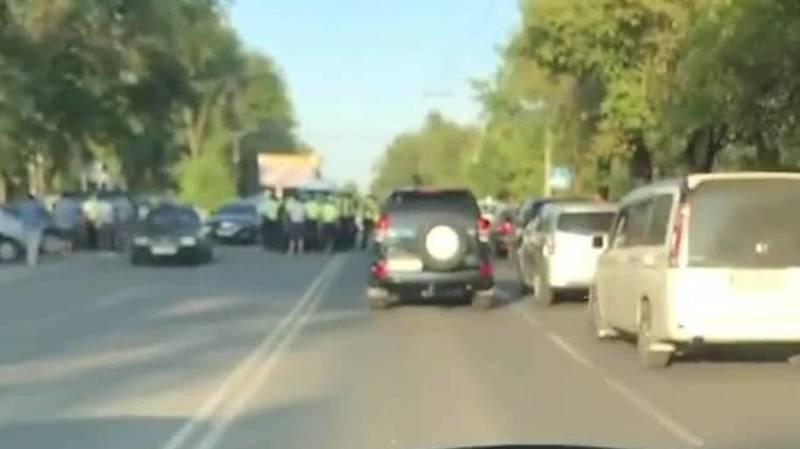 На ул.Горького сбили сотрудника патрульной милиции. Видео