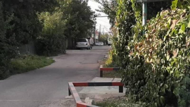 Законно ли житель села Чон-Арык установил бордюры, сузив дорогу? - очевидец