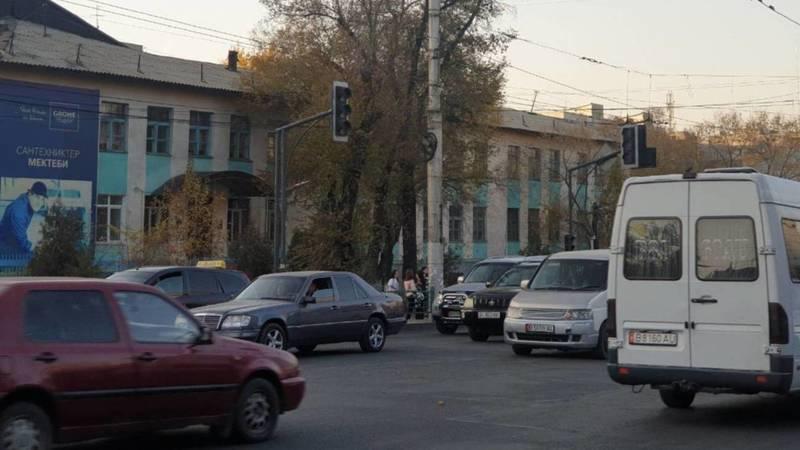 На Байтик Баатыра-Кулатова не работает светофор, - очевидец