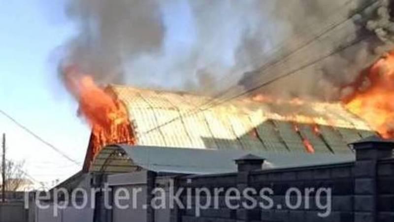 Как горел дом в Ясенском переулке столицы. Видео и фото