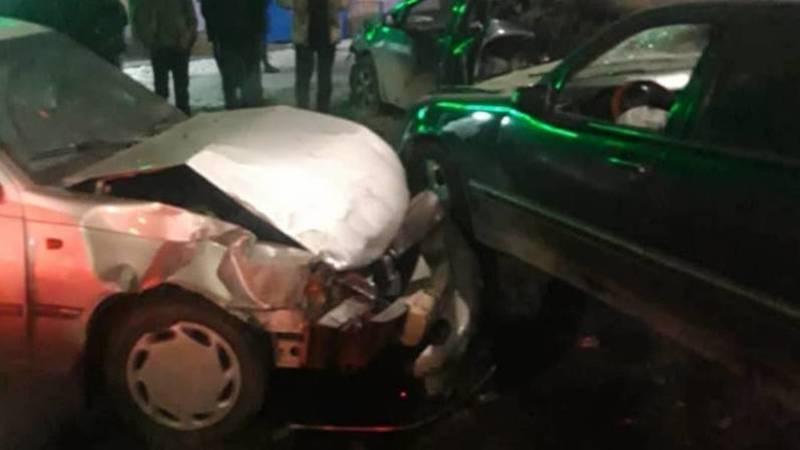 На Дэн Сяопина столкнулись 6 машин, жертв нет. Видео