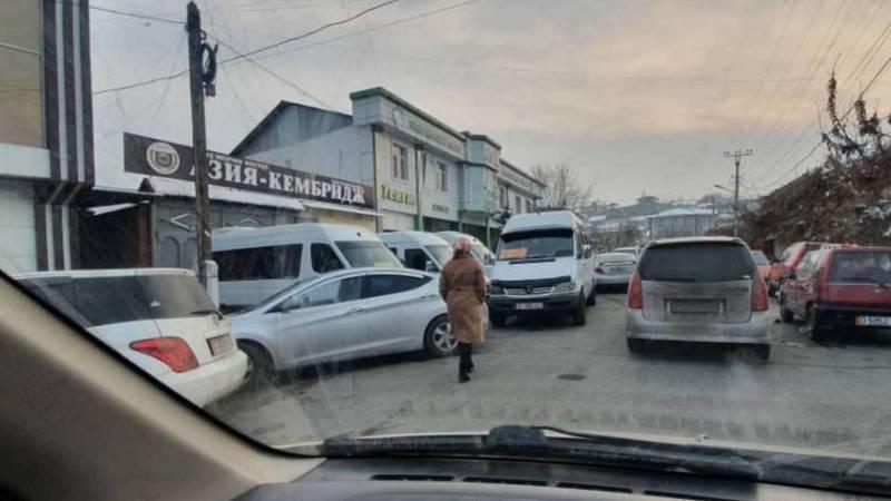 На ул.Заднепровской пробки из-за частной школы, - горожанин