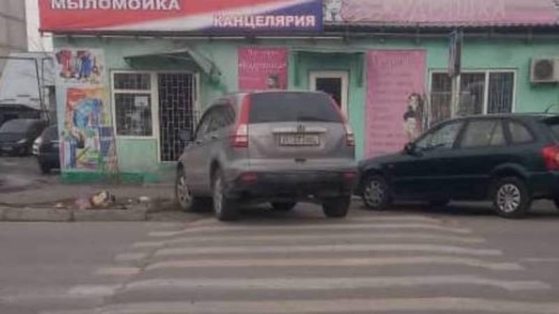 «Хонда CR-V» припаркована на зебре на ул.Гагарина, - горожанин