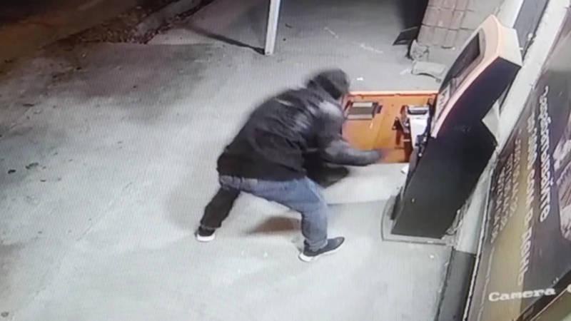 Взлом терминала в районе Кызыл-Аскера попал на видео