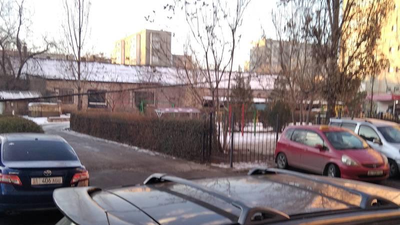 Во дворе дом по ул.Льва Толстого силовой кабель висит низко, - горожанин