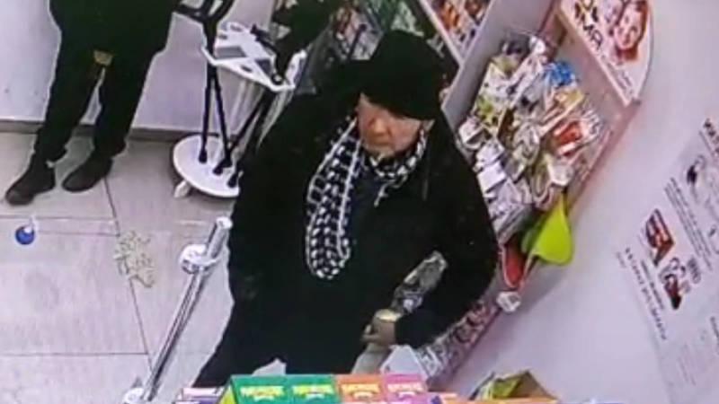 Мужчина украл в аптеке витамины на сумму 3,2 тыс. сомов. Видео