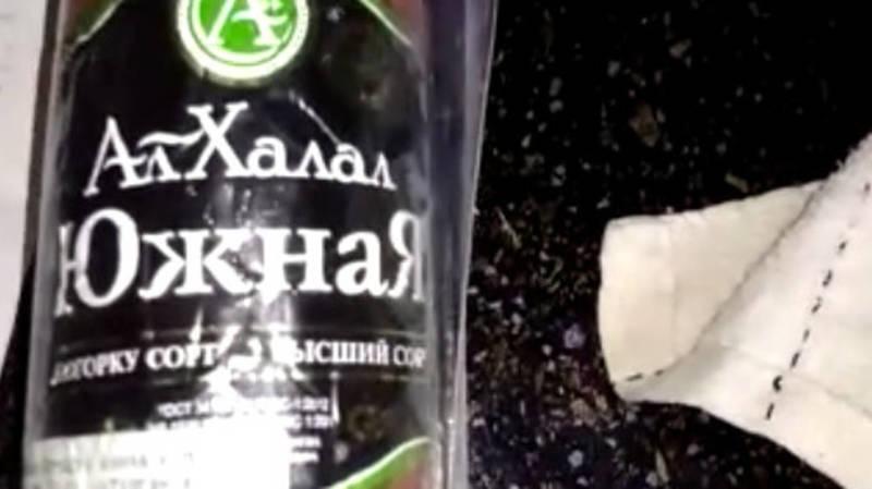 Горожанин обнаружил плесень в колбасе. Видео