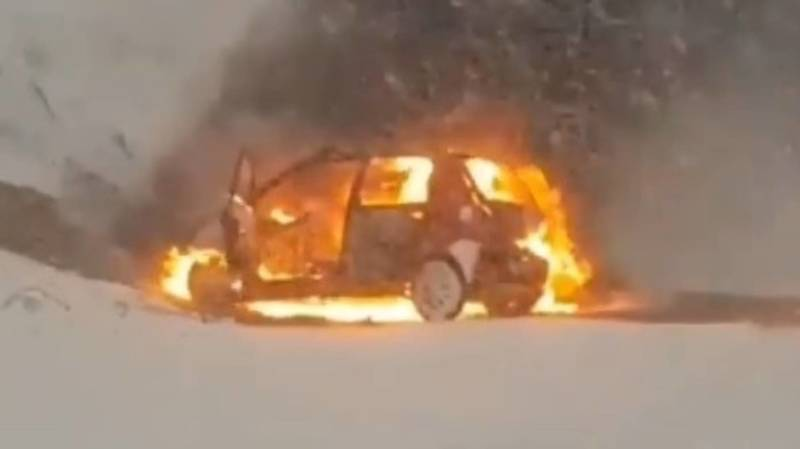 В Сузакском районе полностью сгорел Daewoo Matiz. Видео