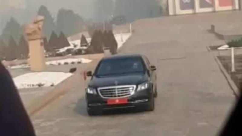 Машина Садыра Жапарова уезжает из Филармонии после инаугурации. Видео