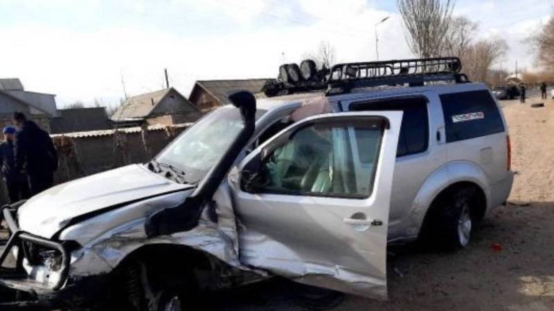 В Боконбаево столкнулись две машины. Видео и фото