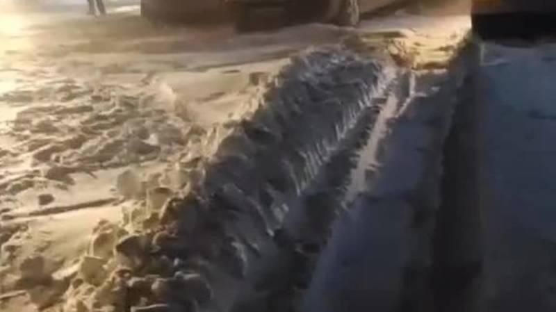 Водитель просит не выезжать на встречку на перевале Тоо-Ашуу. Видео