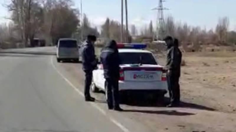 Законно ли на трассе Бишкек—Торугарт стоят сотрудники МВД? Видео очевидца