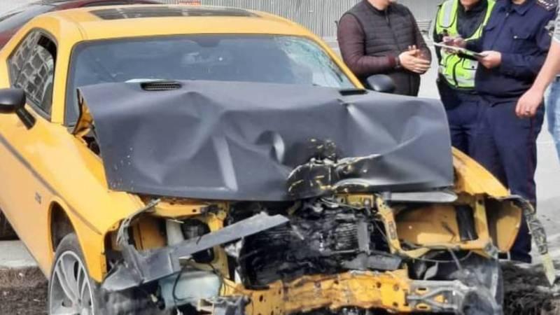 На Южной магистрали спорткар врезался в столб. Фото и видео с места аварии