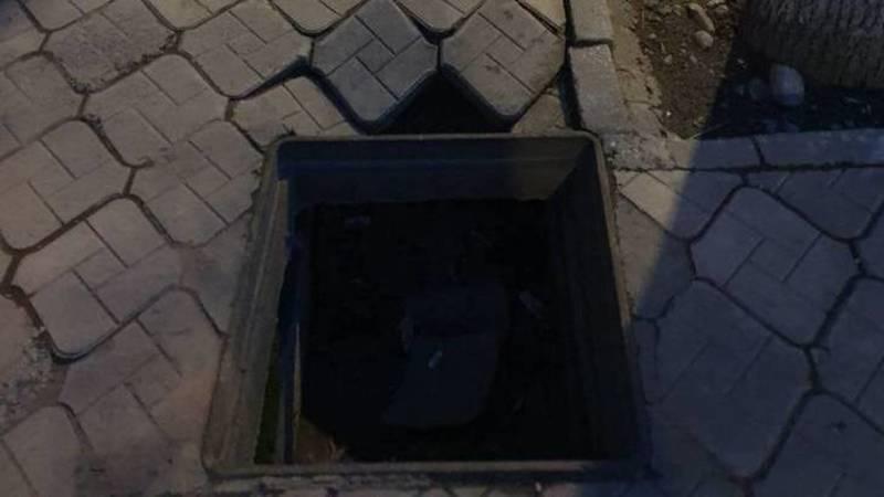 На тротуаре возле Дома кино нет решетки ливнеприемника. Фото