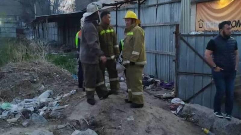 В котловане возле «1000 мелочей» произошло возгорание электрокабелей. Видео