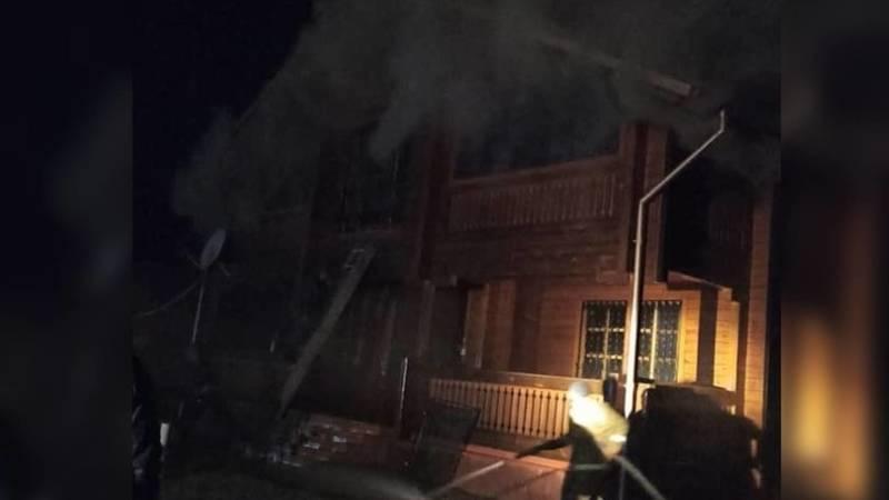 Видео - В пансионате «Ак Марал» на Иссык-Куле горит коттедж