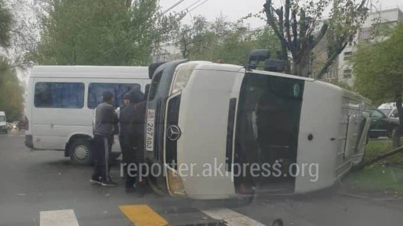В столкновении двух маршруток в 6 мкр пострадали два человека, - УПСМ