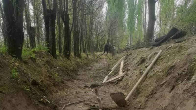 В Аксыйском районе идет строительство канала силами местных жителей. Фото
