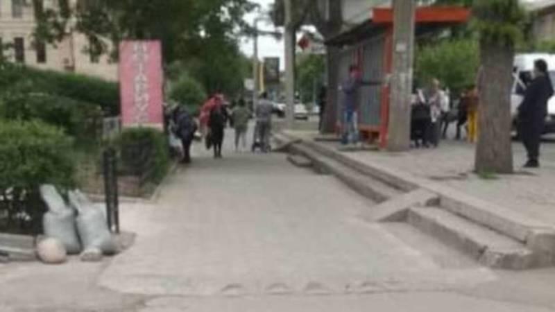 В Восток-5 освободили тротуары от стихийной торговли после жалобы горожанки. Фото