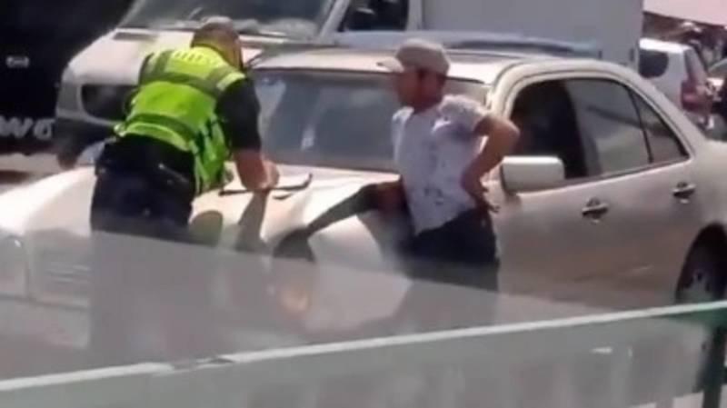 «Мерседес» сзади въехал в Lexus LX 570. Видео с места аварии