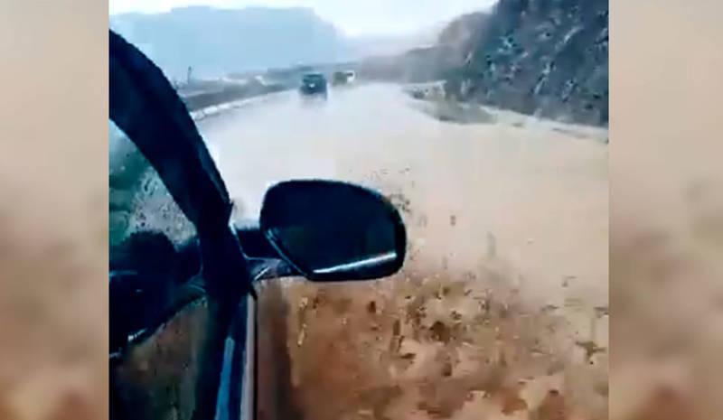 Сель в Бооме: грязевые потоки затрудняют движение транспорта