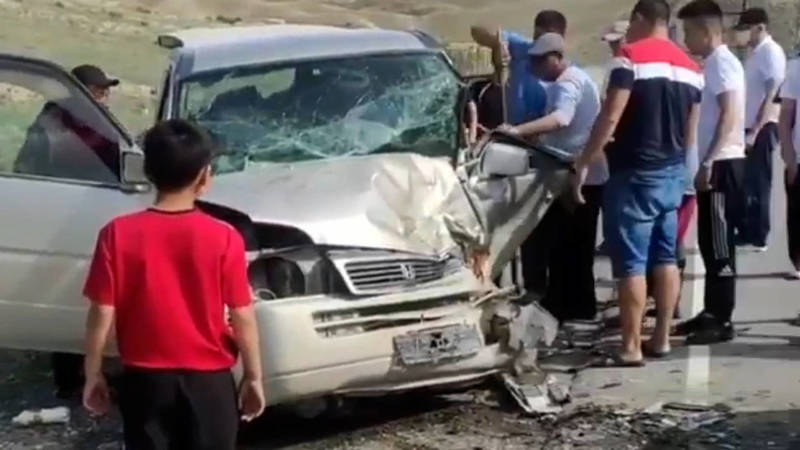 Лобовое столкновение в Нарыне попало на видео