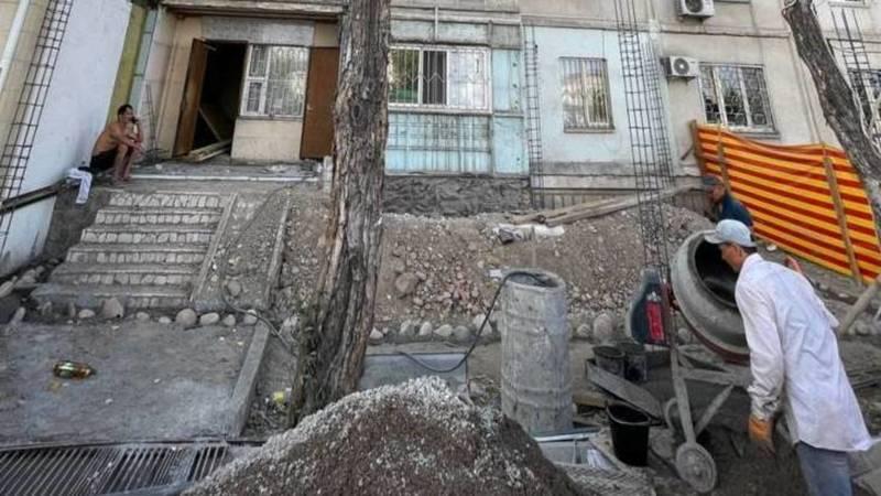 Законно ли в Джале перед жилым домом начали стройку? Фото горожанина
