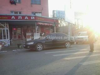 Припарковался на пересечении улиц Масалиева-Монуева в городе Ош.