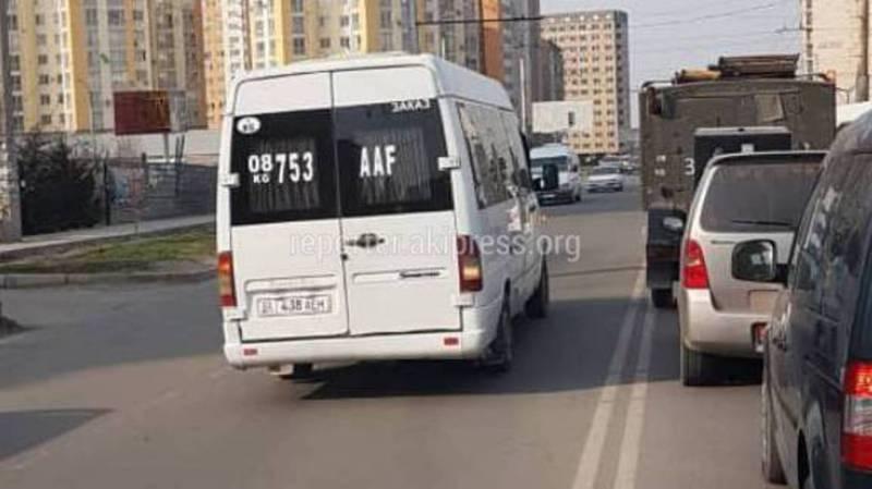 На Ахунбаева-Тыналиева четыре маршрутных такси выехали на встречную полосу (фото)