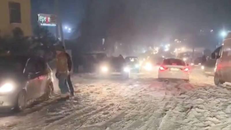 Горожанин просит очистить от снега ул.Карадаринскую в Бишкеке