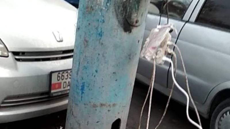 Законно ли торговцы на Ошском рынке подключились к электричеству на столбах?