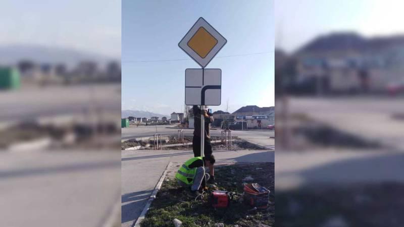 Дорожный знак на Ахунбаева-Достоевского восстановлен. Фото