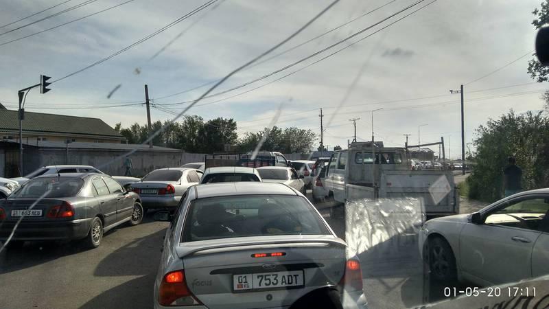 Жители Ак-Ордо просят передвинуть блокпост на улице Гагарина. Фото