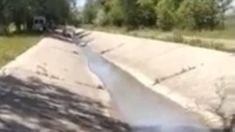 Житель села Кун-Туу спрашивает, можно ли в канале мыть ковры? Видео