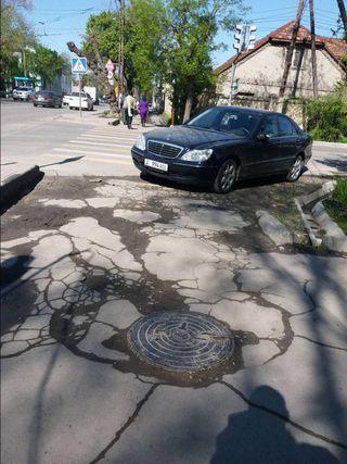 Парковка на тротуаре на Горького-Фатьянова