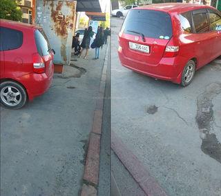 Парковка на остановке в 5 мкр