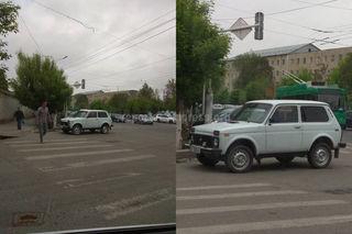 Парковка на перекрестке на ул.Курманджан Датки в Оше